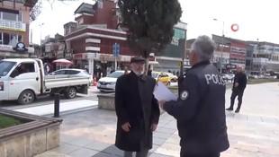 Polisi gören yaşlı adam cezadan kaçmak için dua etti