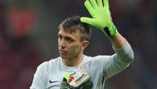 Galatasaray'ın başarılı futbolcusu Muslera'dan anlamlı hareket