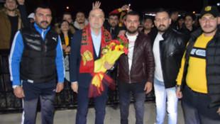 Teknik direktör Hikmet Karaman'a coşkulu karşılama