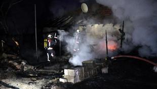 Ankara'da can pazarı! Yangında mahsur kalanları bekçiler kurtardı
