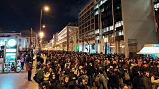 Yunanistan'ın kalbinde göçmenlere destek yürüyüşü