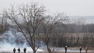 Sığınmacılara su sıkan Yunan güçlerine Türk tarafından gaz bombası