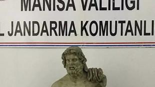 Zeus Heykelini satmak isterken yakalandılar