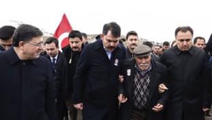 Şehit babasından Bakan Kurum'a: Ayakkabılarım çamurlu araba mahvolmasın