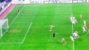 Sivasspor - Galatasaray maçında tartışma yaratan penaltı atışı