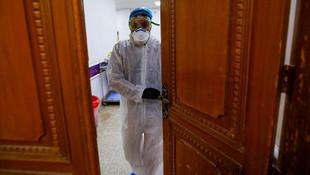 İki ülke daha coronavirüsten sınırlarını kapattı