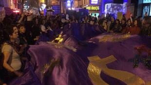Taksim'de yürüyen kadınlara müdahale: 34 gözaltı!