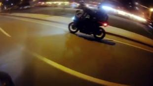 Motosikletli magandaların ölümle dansı kamerada