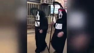 İnanılmaz görüntüler! Azrail kıyafetleriyle halkın içinde gezdiler!