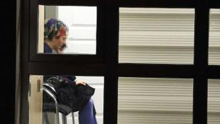 Türkiye bu kadını konuşuyor! Binaya sürdüğü madde domuz yağı çıktı