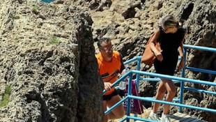 Turistlerin yasak öncesi deniz keyfine polisten ''go home'' uyarısı
