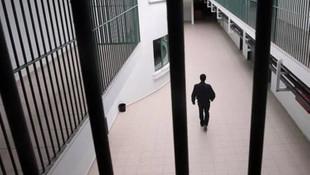 Dünya harekete geçti: Cezaevleri bir bir boşalıyor
