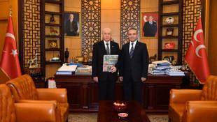 Bahçeli'nin danışmanından AK Partili isme: Kuyruk acısı var