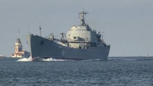 Rus savaş gemisi İstanbul Boğazı'nda
