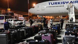 Katar'dan 292 Türk vatandaşı İzmir'e getirildi