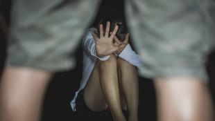 Okul binasında kalan kadına tecavüz
