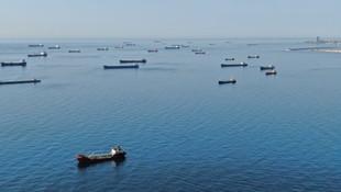 Onlaca gemi İstanbul Boğazı'nın girişinde kaldı
