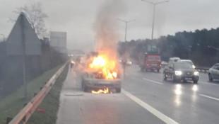 TEM'de otomobil alev alev yandı