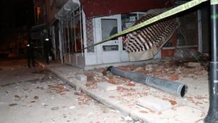 Gece yarısı 5 katlı apartmanın çatısı çöktü