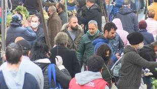 İstanbul'da semt pazarı tıklım tıklım doldu