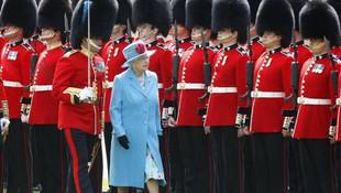 İngiltere Kraliçesi 2. Elizabeth ulusa seslendi