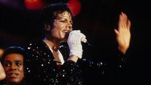 Michael Jackson'ın eldiveni 104 bin dolara satıldı