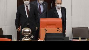 Meclis'te maskeli oturum