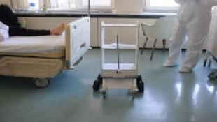 Hastanede yeni dönem: Yemek ve ilaç servisini robot yapıyor