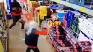Maskesiz markete girdi, uyaran çalışanlara saldırdı!