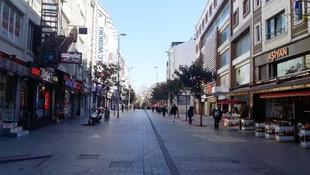 Bir cadde ve meydan yaya giriş-çıkışına kapatıldı