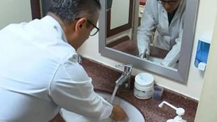 Bilim Kurulu Üyesi Tezer: ''Elime günde 40 kez dezenfektan sıkıyorum''