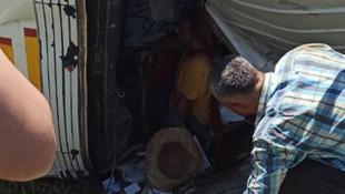 Şarampole devrilen kamyonun sürücüsü güçlükle kurtarıldı