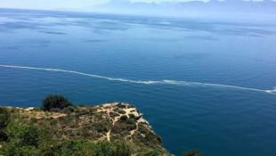 Antalya'da denizin yüzeyinde korkutan görüntü