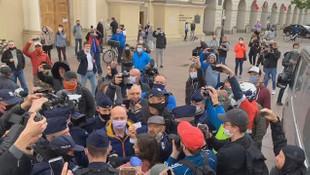 Polonya'da yasağa rağmen protesto yapan 380 kişi gözaltına alındı