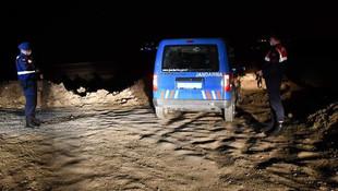 Jandarma kaçak geçiş yapılan tarlalarda gece nöbette