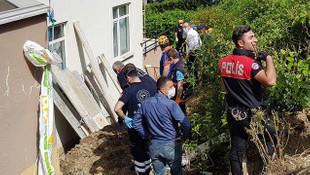 Duvar inşaatı çöktü! 2 işçi toprak altında kaldı