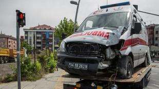 Bahçelievler'de ambulans kazası: 3 yaralı