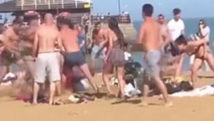 İngiltere'de plajda sosyal mesafe kavgası!