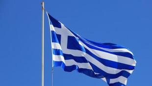 Yunanistan bazı ülkelerden turist kabul etmeye başlıyor
