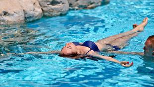 Bilim Kurulu üyesinden havuzlar için müjde, restoranlar için uyarı