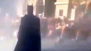 Sosyal medya onu konuşuyor! ''Batman'' kostümüyle protestolara katıldı
