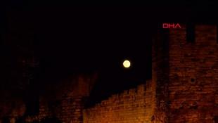 İstanbul'da gece yarısı görsel şölen