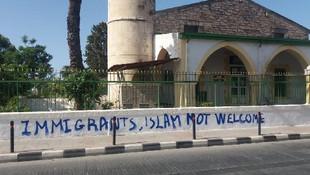 Güney Kıbrıs'ta camiye çirkin saldırı!