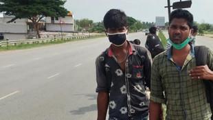 Hindistan'da yaşama umudu! Binlerce kilometre yolu böyle geçiyorlar
