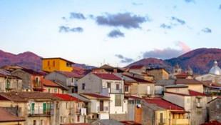 Hiç virüs görülmeyen o köyde evler 1 eurodan satışa çıkarıldı