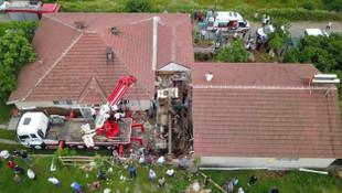 Korkunç kaza! Kamyon eve daldı, 2 ölü 1 yaralı!