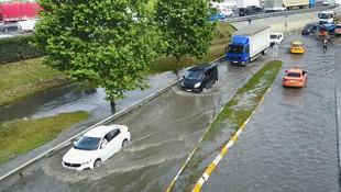 Sağanak yağış, Basın Ekspres yanyolunu göle çevirdi!