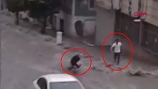 İstanbul'da korkutan görüntü! Sele kapılan kadın böyle kurtarıldı