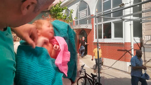 Yeni doğmuş bebeği cami avlusunda buldular: ''Üzerinde kan vardı''