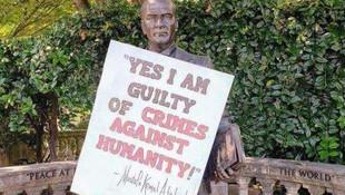 Atatürk heykeline çirkin saldırı!